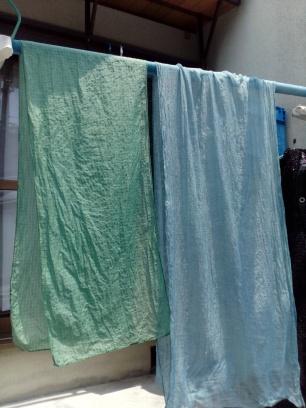 漬けた回数や布の素材で色が違います